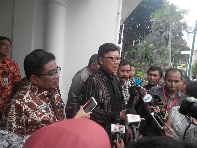 Mendagri menjawab pertanyaan wartawan usai Rapat DPOD