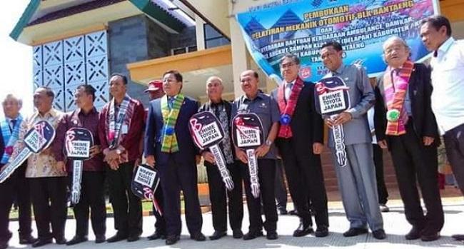 Ehime Toyota Corporation Hibahkan Ambulan  ke 8 Kabupaten Kota