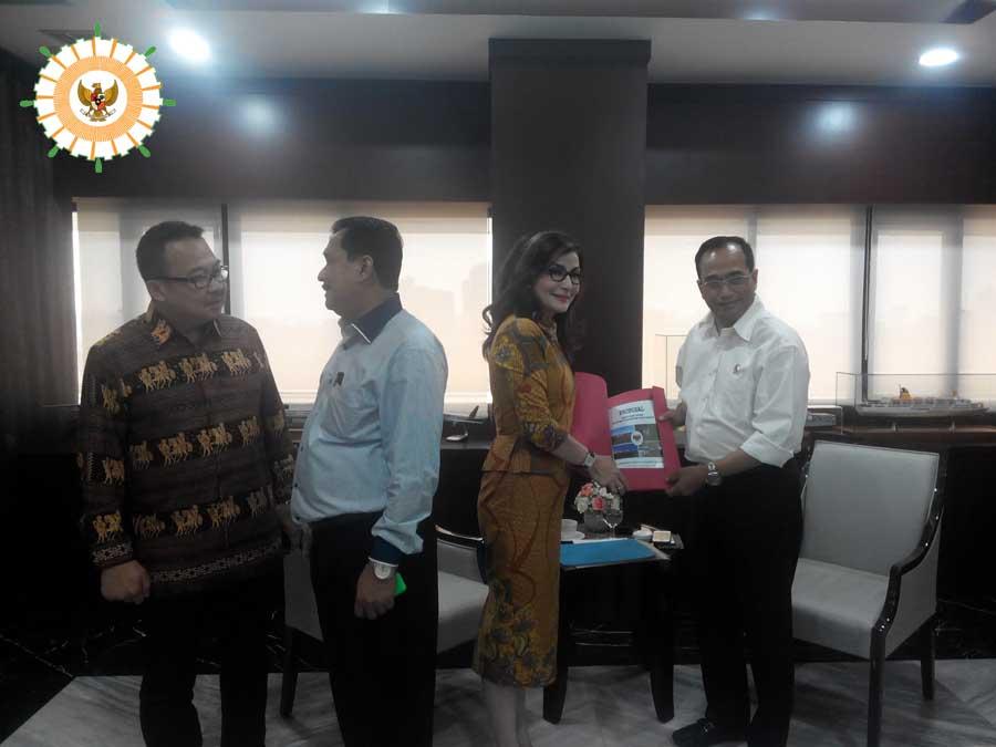 Audiensi Pengurus Apkasi dengan Menteri Perhubungan Budi Karya_Teti Paruntu