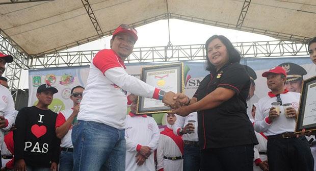 Bupati Pasuruan HM Irsyad Terima MURI Festival Nongkojajar