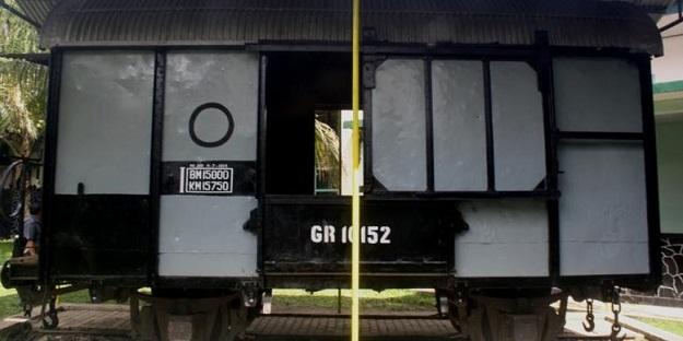 gerbong maut stasiun bondowoso-2