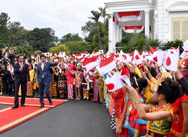 Presiden Jokowi bertemu dengan PM Jepang Abe