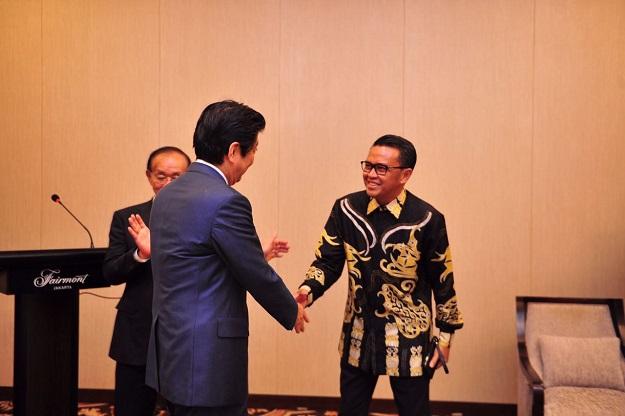 Sekjen Apkasi Nurdin Abdullah (Bupati Bantaeng) dan Perdana Menteri Jepang Shinzo Abe-