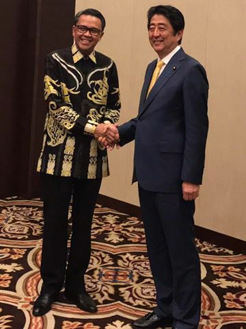 Sekjen Apkasi Nurdin Abdullah (Bupati Bantaeng) dan Perdana Menteri Jepang Shinzo Abe